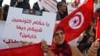 Über 200 Menschen haben in der tunesischen Hauptstadt Tunis gegen die Rückkehr der tunesischen Jihadis protestiert.