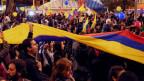 Menschen feiern in Havanna die Unterzeichnung des  Friedensabkommens zwischen der Regierung Kolumbiens und den Revolutionären Streitkräften (Farc), in Bogotà, Kolumbien.
