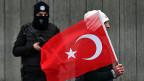 Der Beobachter zweifelt, ob der türkische Präsident Erdogan noch die Kontrolle hat im Land.