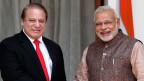 Indiens Premier Minister Narendra Modi (rechts) mit Nawaz Sharif, Premier aus Pakistan in New Delhi im Mai 2015.