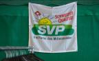 Ein Werbebanner der SVP bei einer Parteiveranstaltung