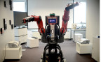 Der Roboter Baxter kann einfache Büroarbeiten ausführen.