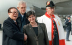 Die damalige Bundespräsidentin Ruth Dreifuss begrüsste am 25. März 1999 am Flughafen Genf -Cointrin ihren chinesischen Amtskollegen Jiang Zemin.