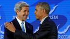 Friedenstaube und Kriegsfalke: Die gemischte Bilanz der Aussenpolitik von Barack Obama. Bild: Der Aussenminister und der Präsident.