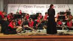 Von den 35 Musikerinnen von «Zohra» kommen die meisten aus armen Familien oder sind Waisenkinder. An Afghanistans einziger Musikakademie in Kabul studieren sie traditionelle afghanische, aber auch klassische westliche Musik.