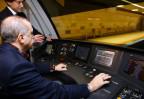 Erdogan im Führerstand einens neuen Metrozuges