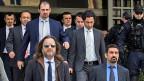 Es sei nicht auszuschliessen, dass die Männer in der Türkei ein unfaires Verfahren erwarte oder dass sie dort gefoltert würden, hatte die griechische Staatsanwaltschaft vor dem Obersten Gericht argumentiert. Bild: Die acht im Sommer nach Griechenland geflüchteten türkischen Soldaten.