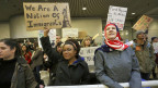 Am internationalen Flughafen von Portland protestieren Hunderte Menschen gegen US-Präsident Donald. Aufnahme vom 29. Januar 2017.
