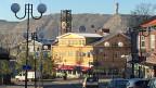Das alte Stadtzentrum von Kiruna liegt über dem grössten Erzbergwerk der Welt. Das neue Kiruna entsteht dort, wo bisher Angehörige der nordischen Urbevölkerung der Samen ihre Rentierherden weideten. Das gelbe Rathaus wird auch gezügelt.