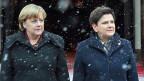 Die deutsche Bundeskanzlerin Angela Merkel und ihre polnische Amtskollegin Beata Szydlo in Warschau.