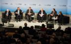Ein Diskussionspodium an der Münchner Sicherheitskonferenz - mit US-Senator John McCain, dem polnischen Präsidenten Anderzej Duda, dem ukrainischen Präsidenten Petro Poroschenko, dem britischen Aussenminister Boris Johnson und dem niederländischen Aussenminister Bert Koenders.