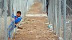 In den provisorischen Camps für die Vertriebenen sitzen überall Kinder am Wegrand und träumen, wieder nach Hause zu dürfen. «Ich bin von den Raketen weggerannt», sagt eines, «ich will endlich wieder heim und meine Spielsachen haben – und etwas Gutes zu essen».