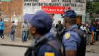 Polizeipatrouille nach fremdenfeindlichen Krawallen in einem Stadtquartier von Johannesburg.