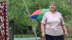 Ein Glück, dass es Veselinka Velitschkowa gibt. Sie sticht in ihrem Garten neben einem Autobahnpfeiler den Boden um. «Ich bin 66 Jahre alt und die jüngste im Dorf», erzählt sie. Die Bewohner und Bewohnerinnen des Dorfes würden gegenseitig aufeinander aufpassen.