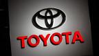 Schon wieder befiehlt mit Toyota ein Autobauer Modelle in die Garagen.