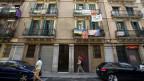 Einheimische werden von Touristen verdrängt. Protest-Banner gegen touristische Wohnungen in Barcelona.