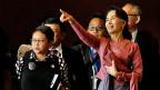 «Ich bin einfach eine Politikerin, nicht wie Margaret Thatcher und auch keine Mutter Theresa. Als solche hatte sie sich nie verstanden. Es waren die Menschen um sie herum, die Aung San Suu Kyi dazu verklärt hatten. Zeit, die rosarote Brille abzulegen.