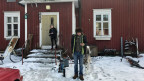 Die Familie Järvinen wohnt in einer stillgelegten Schule im Wald.