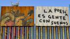 «Poesie ist, wenn Menschen Träume haben». Kunst auf dem Grenzzaun – mit Überwachungsturm im Hintergrund, auf der US-Seite.