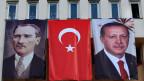 Mustafa Kemal Atatürk, Gründer der modernen Türkei (links) und Präsident Recep Tayyip Erdogan.