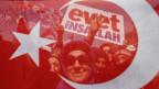 Referendums-Befürworter erwarten den Auftritt von Präsident Erdogan am 15. April 2017.