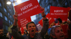 Referendums-Gegner demonstrierten nach der Abstimmung gegen Erodgans Verfassungsreform.