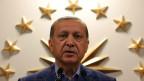 Erdogan kann per Dekret regieren, den Ausnahmezustand beschliessen, das Parlament auflösen oder Minister entlassen.