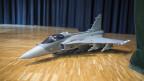 Modell des Kampfjets Gripen, den die Schweizer Stimmbevölkerung nicht beschaffen wollte.