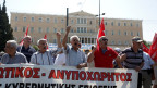 Pensionierte demonstrieren gegen geplante Rentenkürzungen.