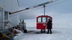 Spitzbergen: Mit der Gondel geht es auf den Berg Zeppelin, um Wolken zu analysieren.