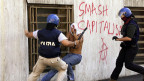 Polizeieinsatz in Genua am G8-Gipfel in Genua. Ein Mann starb; Hunderte wurden verletzt.