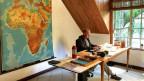 Der SRF-Afrika-Korrespondent Patrik Wülser in seinem Büro in Nairobi.