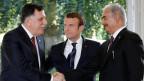 Frankreichs Präsident Emmanuel Macron (Mitte) zwischen Libyens Premier Fayez al-Sarraj (links) und General Khalifa Haftar (rechts), Kommandeur der libyischen National Armee.