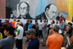 Vor einem Abstimmungslokal in Caracas