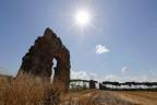 Ein antikes Aqädukt in Rom