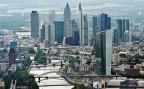 Eine Luftaufnahme des Finanzbezirks der Stadt Frankfurt a.M. - die Stadt bewirbt sich als künftigen Standort der Europäischen Bankenaufsicht.