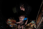 Rohingya-Flüchtlingsfrau mit Kind in Bangladesh