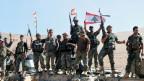 Soldaten der libanesischen Armee nach dem Sieg in Ras Baalbek, Libanon.