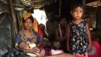 Familie in einem Lager in Bangladesch.