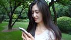 Protagonistin Wang Chunhui mit der App Changba.