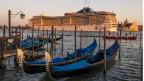 Kreuzfahrtschiff vor Venedig.