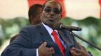 Robert Mugabe, der Präsident von Simbabwe wird vom Militär festgehalten.