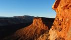 Blick über schroffe Canyons und bizarr geformte Sandsteinfelsen in Bears Ears.