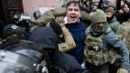 Saakaschwili wird in Kiew verhaftet.