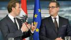 ÖVP-Bundesparteiobmann Sebastian Kurz (li) und FPÖ-Bundesparteiobmann Heinz-Christian Strache im Rahmen der Präsentation des Koalitionspakts und Koalitionsabkommens in Wien.
