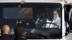 Die Polizei untersucht den Lastwagen, mit dem in Jerusalem ein Anschlag verübt worden ist.
