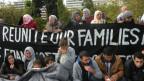 Überwiegend syrische Flüchtlinge demonstrieren friedlich für eine schnelle Familienzusammenführung. Bild. Rodothea Seralidou.