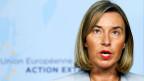 Die EU-Aussenbeauftragte Federica Mogherini informiert die Medien, nachdem sie am 11. Januar 2018 in Brüssel, Belgien, den iranischen Aussenminister Mohammad Javad Zarif (unsichtbar) getroffen hat.