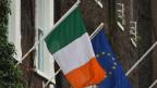 Irland- und EU-Fahne