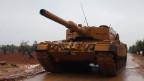 Ein türkischer Panzer in der Nähe des Berges Barsaya bei Afrin, Syrien.